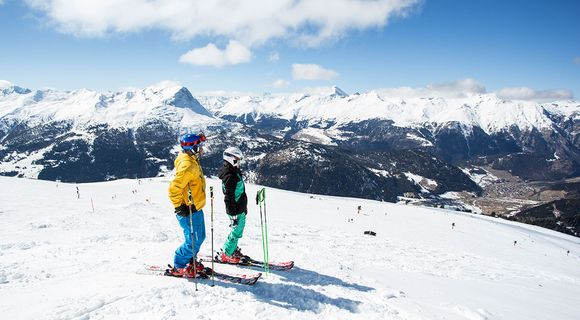 Dual-country skiing region